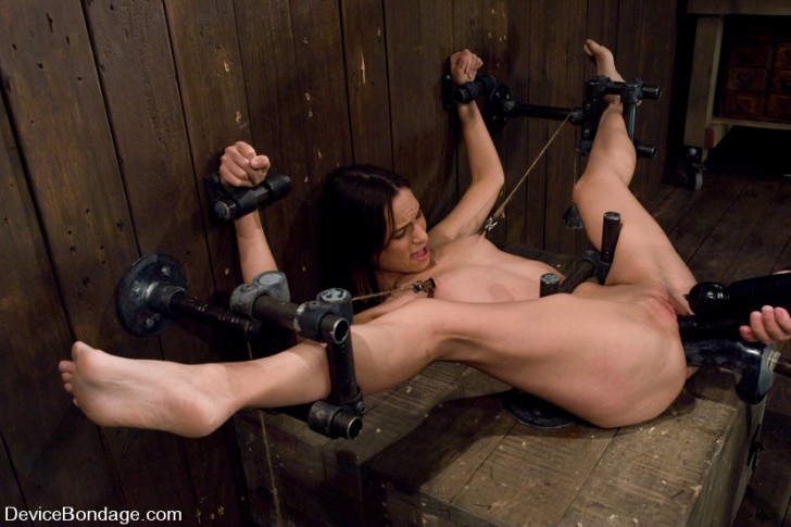 Amber Rayne on Device Bondage 3